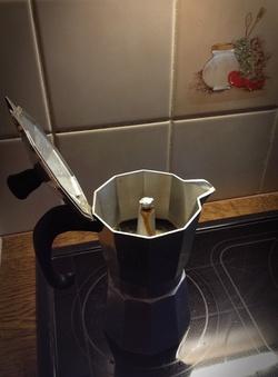 Det femte sakramentet, Svarta Guldet & Ljuva aromen - kärt barn har många namn :) men i Palatset får man alltid espresso från nymalda ekologiska bönor och idag med lite extra inslag av Irish cream ;)